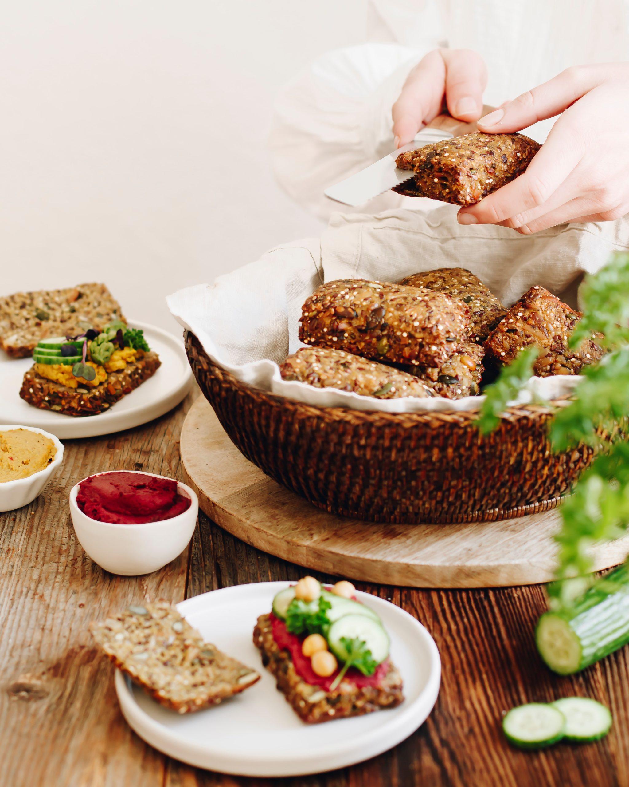 Brötchen im Korb mit Serviervorschlag Food Fotografie