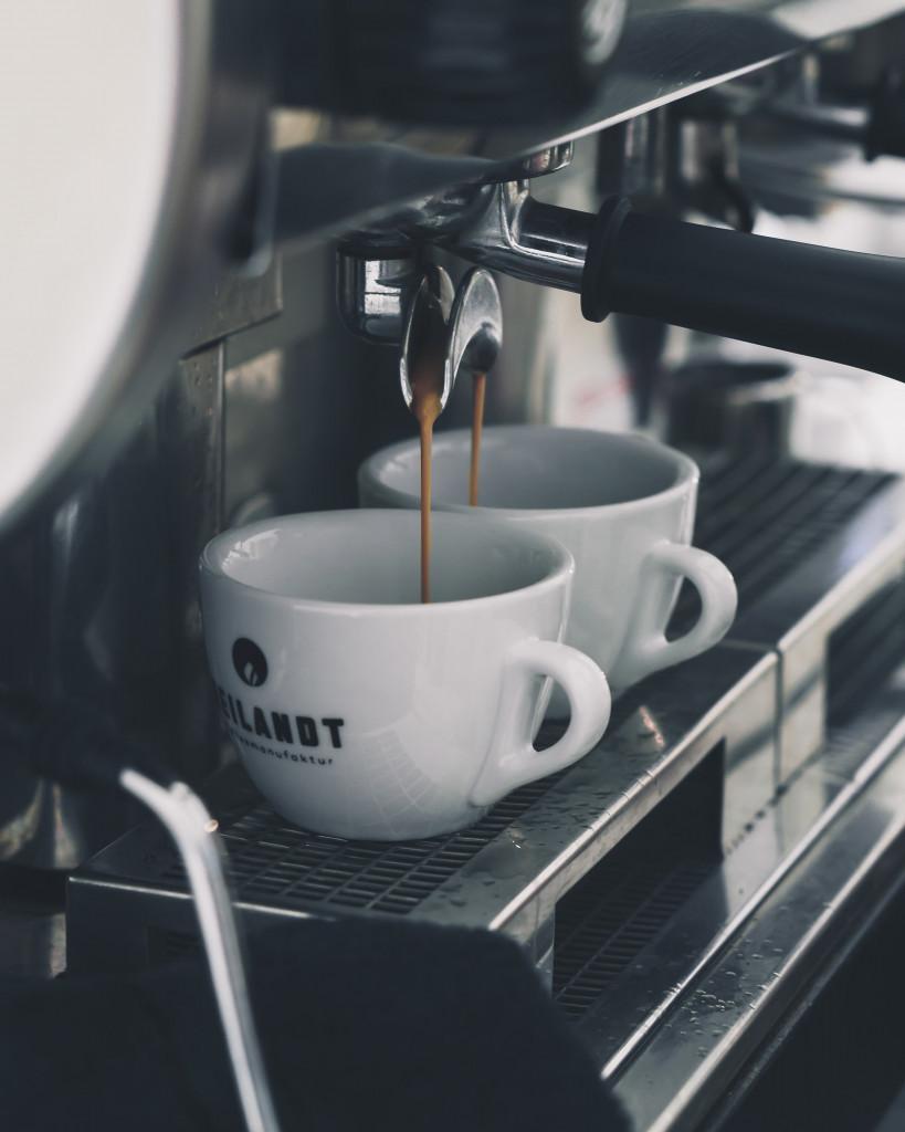 Food Fotografie Portfolio - Siebträgermaschine Kaffee Restaurantfotografie