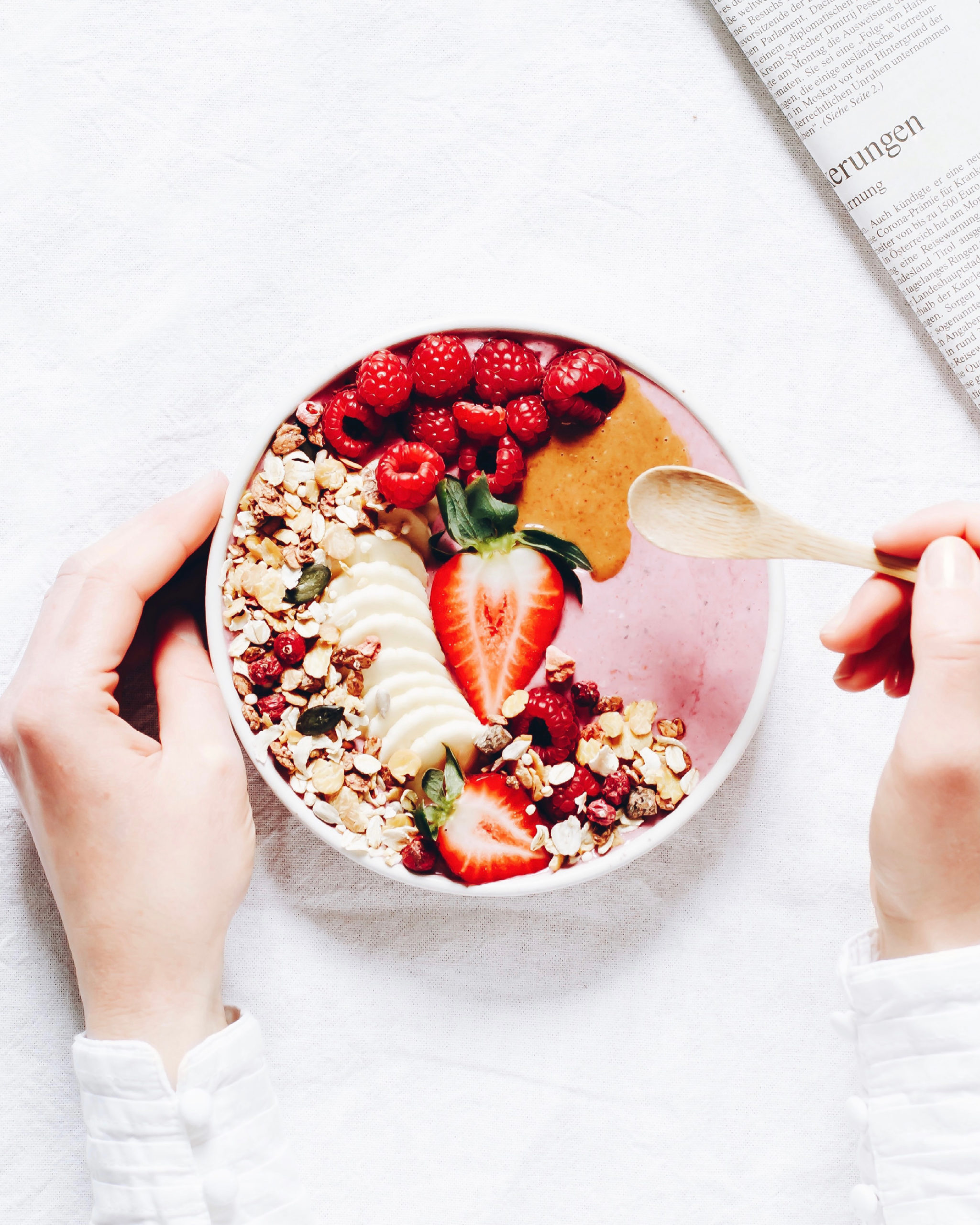 Food Fotografie Smoothie Bowl mit Müsli und Beeren